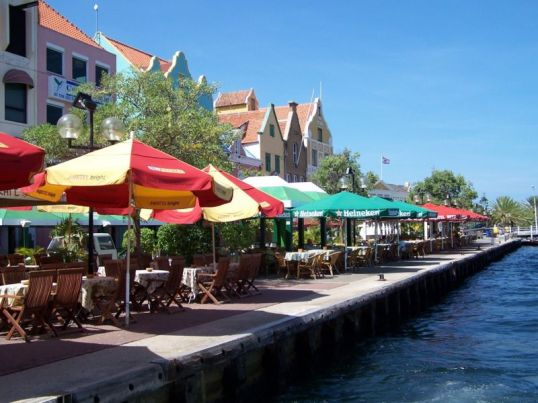 800px-Waterfront_Dining_Willemstad_Curacao
