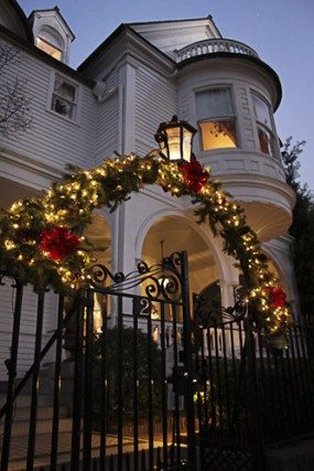 christmas_in_charleston_two_meeting_street_inn