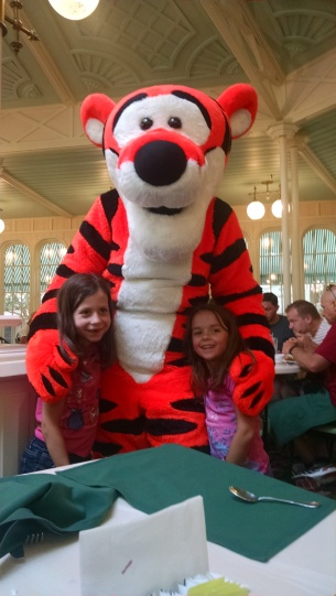 Magic_Kingdom_Crystal Palace Tigger