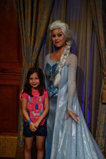 Magic_Kingdom_Park_D Elsa and Anna