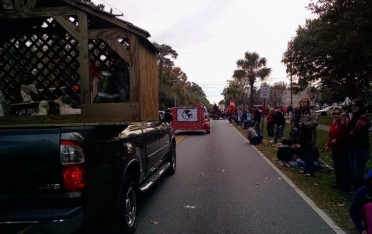 parade-uphill-right-turn-beads